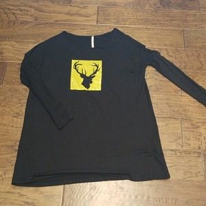 HOLIDAY!Oversized top with gold moose decal detail