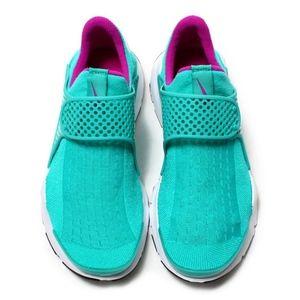 *Womens Nike Sock Dart (Size 8)*