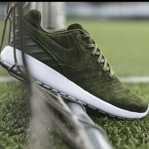 Men's Nike Roshe Tiempo VI (Sz 10.5)
