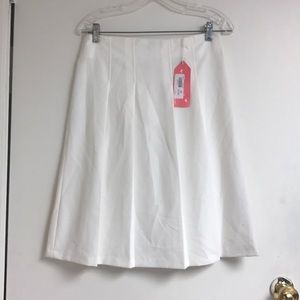 Other - NWT white pleated skirt