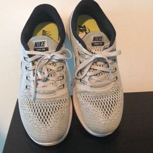Nike sneakers PERFECT CONDITION LIKE NEW!!!!