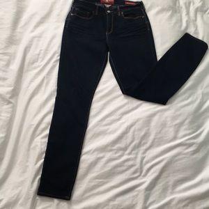 NEVER WORN Lucky Brand Sofia Dark Skinny Jeans