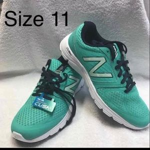 New Balance woman tennis shoes