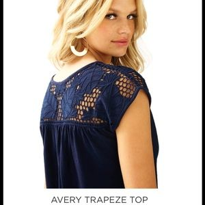 Lily Pulitzer NWOT size L Avery Trapeze top navy