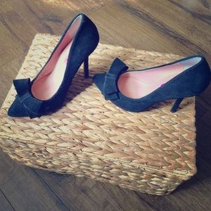 Betsy Johnson black suede leather heels with bow 7