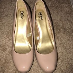 Nude/blush colored heels size 11