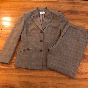 Le Suit 2 piece pant suit
