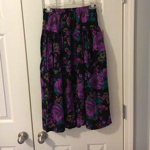 Dresses & Skirts - 🌸 midi floral skirt🌺
