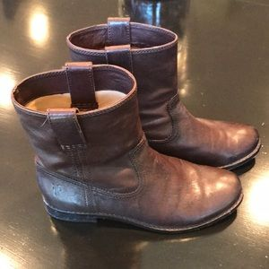 Like new Frye Anna Shortie Boots!