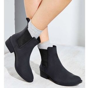 """Jeffrey Campbell // """"Stormy"""" Matte Chelsea Boots"""