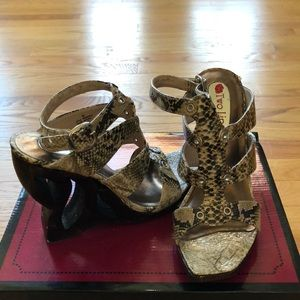 EUC Two Lips Python Embossed Leather Wedges (8)