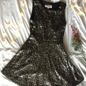 Adrianna Papell Black & Gold Holiday Dress 💋✨💄