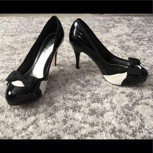 White House Black Market Bow Heels. Sz 6.5.