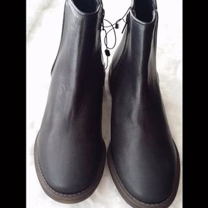 NWOT Zara Flat Leather Ankle Boots