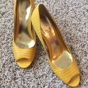 Shoes - Yellow Peep Toe Pumps By Size 8.5