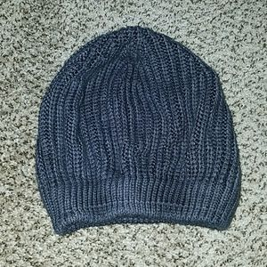 Simply Vera Wang charcoal knit beanie hat.