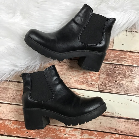 4cb4af3a165 Steve Madden black chunky heel booties. M 5a11db188f0fc46f870867ba
