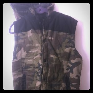 Other - Men's army fatigue button down vest