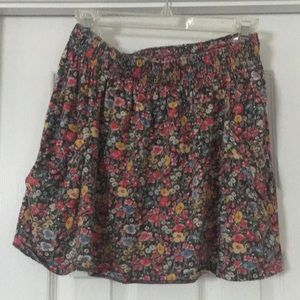 Floral skirt with pockets and elastic waistband