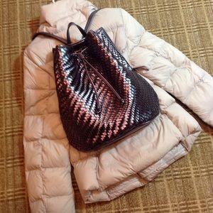 🎁NWT Metallic Woven Backpack Bag
