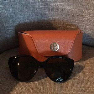 Tory Burch sunglasses 52-19-135