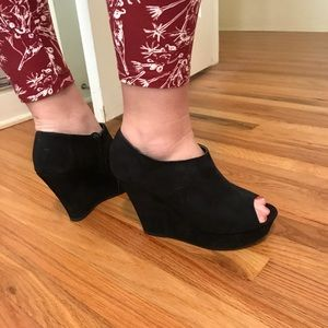 Black peep toe suede wedges
