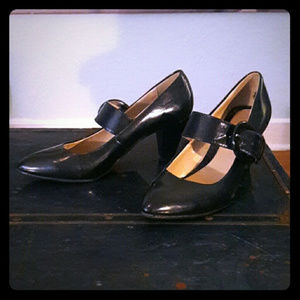 CHINESE LAUNDRY Navy Patent Leather Mary-Janes EUC
