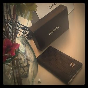 100% Auth Black Chanel wallet
