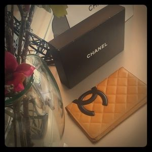100%Auth Chanel wallet