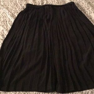 Black pleated size L skirt