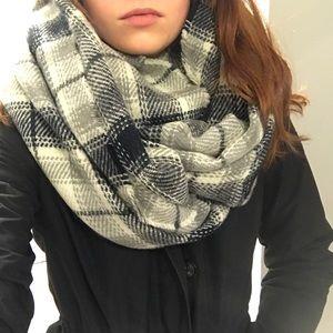 NWT Plaid woven scarf
