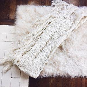 [Nwt] Travelers Fringe Chunky Knit Wrap IScarf