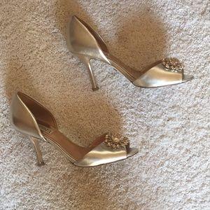 Badgley mischka metallic pale gold heels