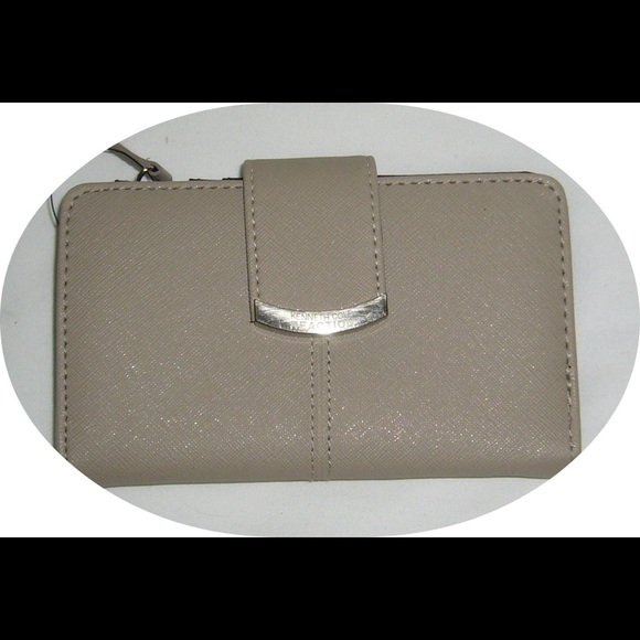 Kenneth Cole Handbags - 🔥Flash Sale💥Tan Wallet by Kenneth Cole Reaction