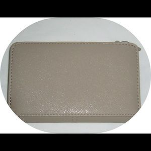 Kenneth Cole Bags - 🔥Flash Sale💥Tan Wallet by Kenneth Cole Reaction