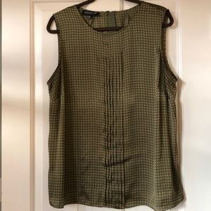 20W Jones New York olive green top