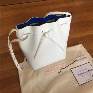 Mansur Gavriel large bucket bag in white and royal