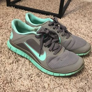 Used Nike tennis shoes