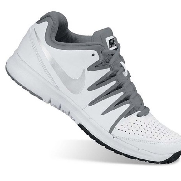 NEW! Nike Vapor Court tennis shoes  sneakers white and grey size 7.5  Womens