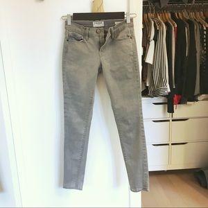 ✨NEW LISTING✨Frame Denim Skinny Grey Jeans 25