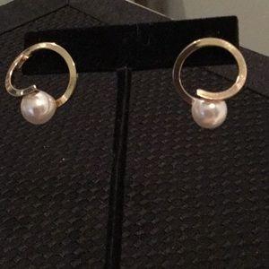 Jewelry - Gold Tone & Faux Pearl Earrings