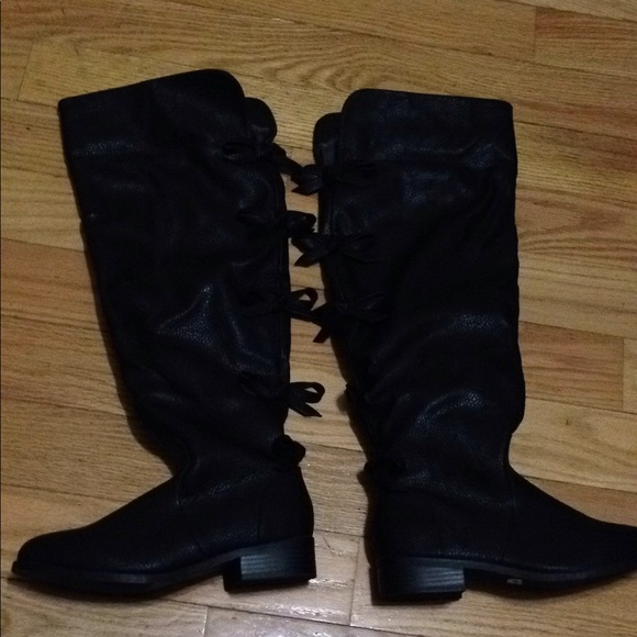 3bfcf21220a NWT Torrid bow-back over the knee boots