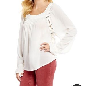 Jessica Simpson Bailey Lace up side peasant top