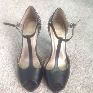 EUC BCBG heels with gold details