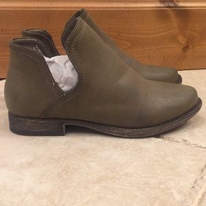 Top Notch Ankle Boots/ Never Worn