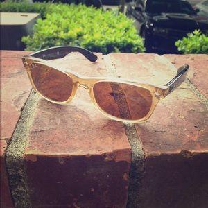 Ray Ban Wayfarer Honey and Black Sunglasses