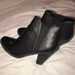 BAMBOO SZ. 9 ANKLE BOOTIES (BLACK)