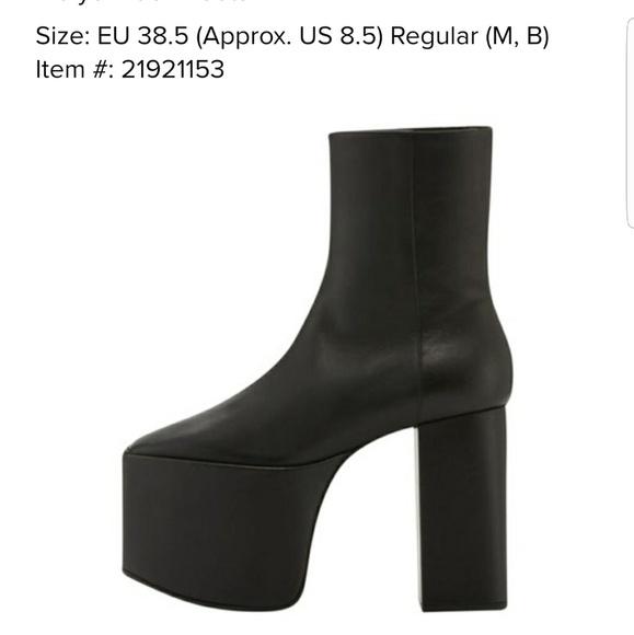 c9af7af56f5 NIB Balenciaga Boots