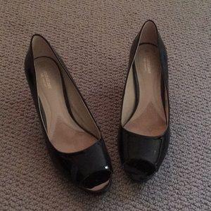 Naturalizer black peep toe heels