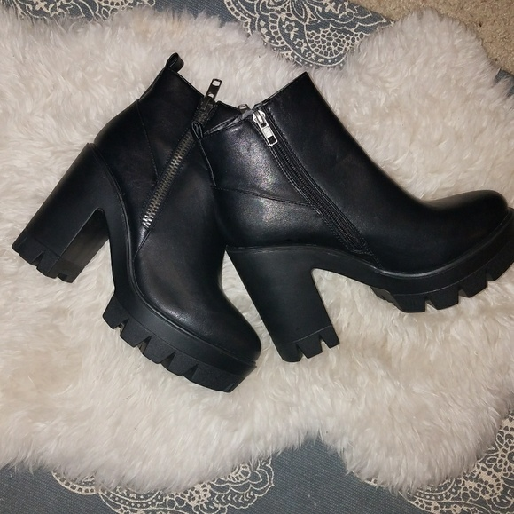 BAMBOO Shoes - Bamboo Black Zipper Ankle Booties